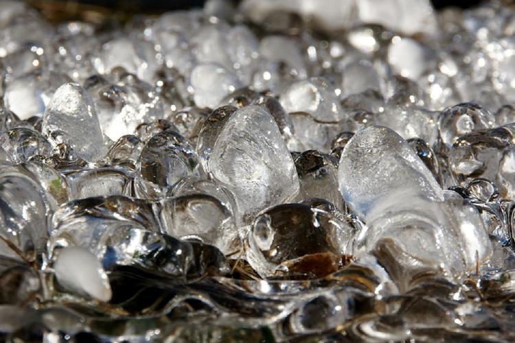 Ученые изобрели неледенеющий металл