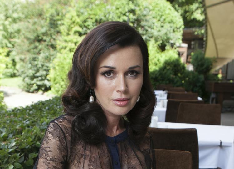Неизвестные ограбили актрису Анастасию Заворотнюк, ущерб составил миллион рублей