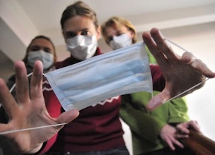 Роспотребнадзор: населению Армянска советуют чаще принимать душ и носить маски