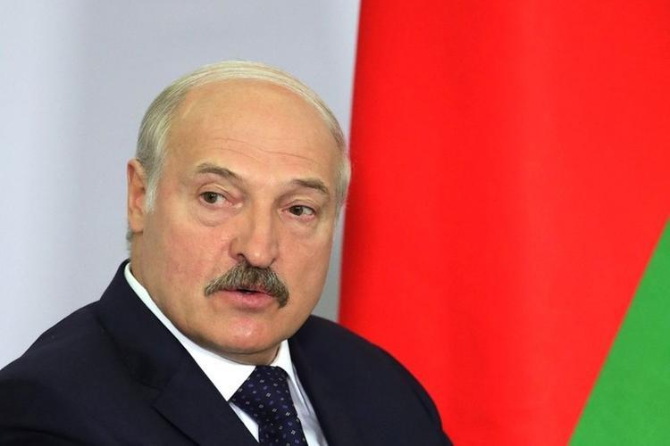 Лукашенко собрал урожай картофеля и арбузов