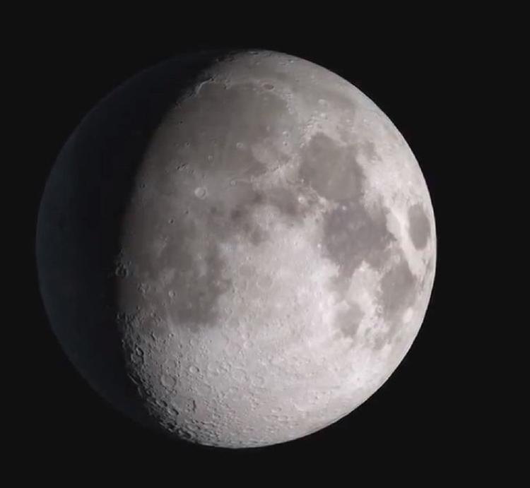 Видео: астроном зафиксировал десятки НЛО вокруг Луны
