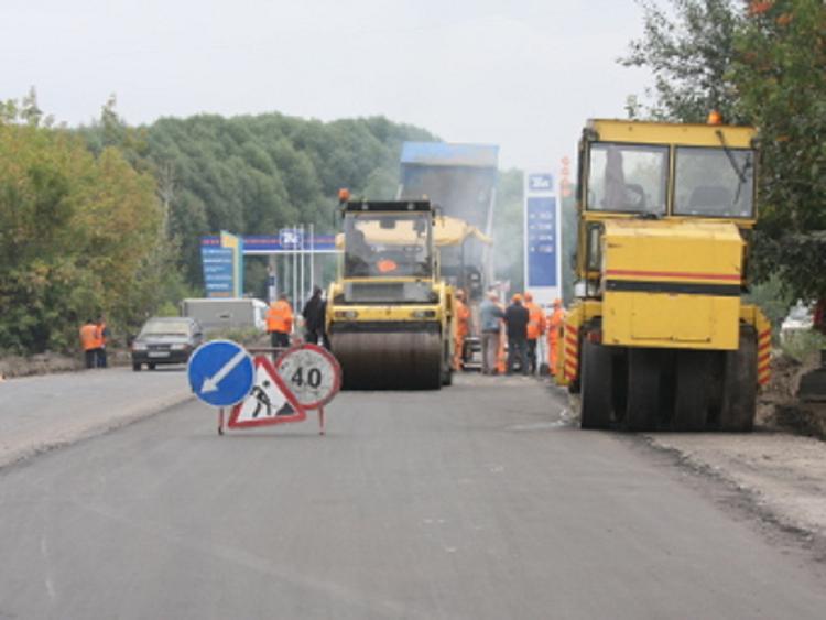 В Госдуме предложили запретить ремонт дороги в дневное время