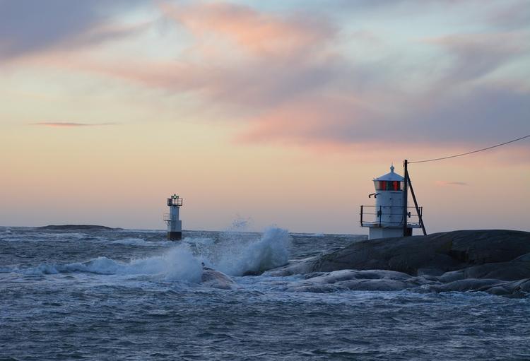 В Керченском проливе затонул буксир, экипаж дрейфует на плоту