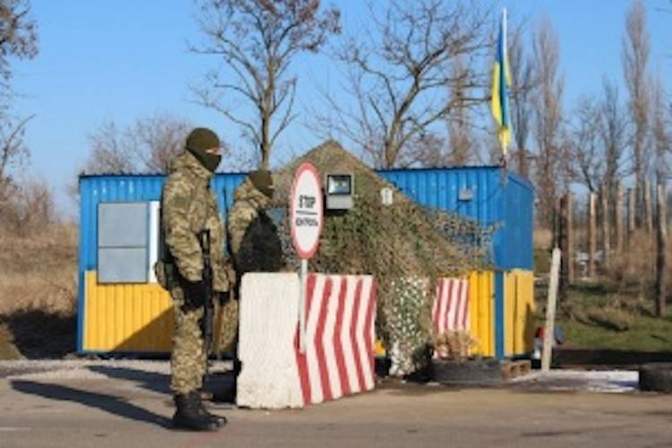 """Украинские пограничники отравились кислотными выбросами завода """"Титан"""""""