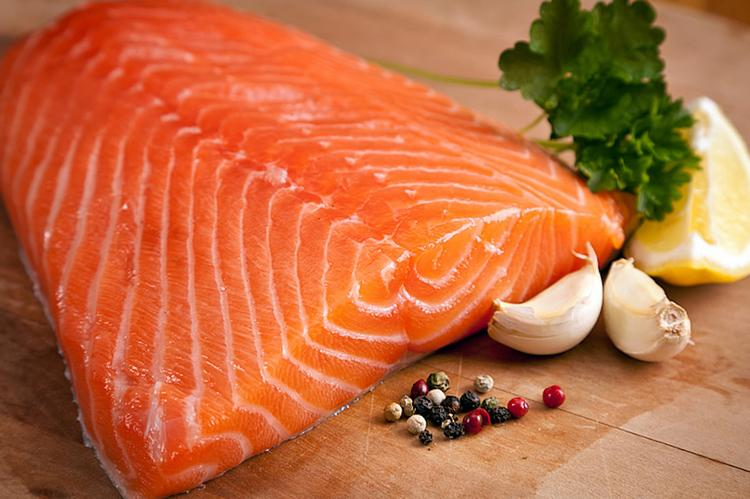 Цена на красную рыбу падает