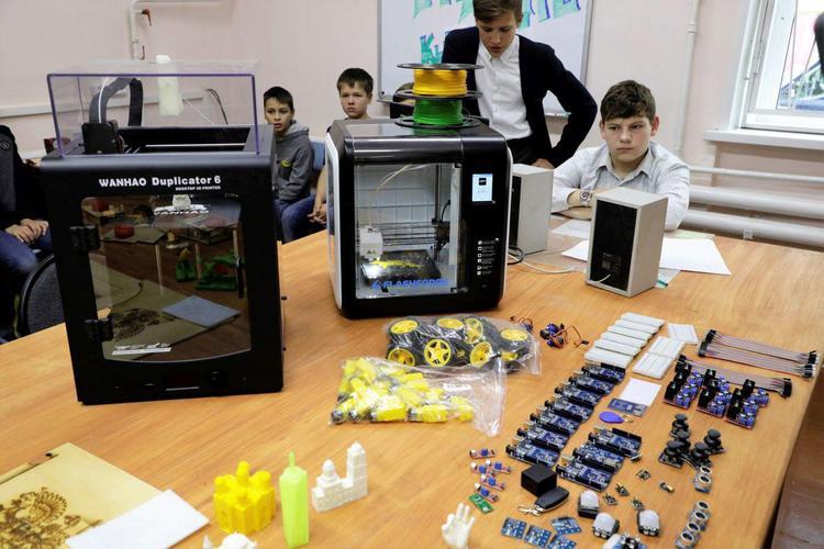 РМК открыла в Кыштыме лабораторию будущих инженеров
