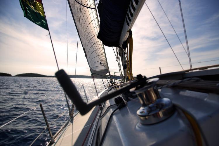 В Средиземном море задержана украинская яхта с нелегальными мигрантами