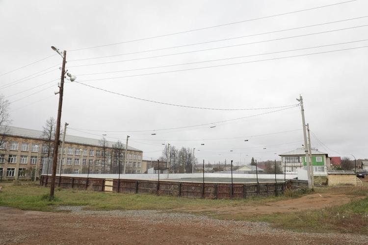 В поселке Томинском появилась хоккейная площадка