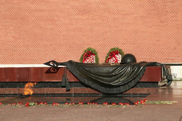 Джон Болтон возложил цветы к Могиле Неизвестного Солдата