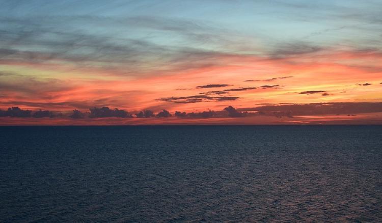 В Мексиканском заливе сняли на видео никуда не спешащий НЛО