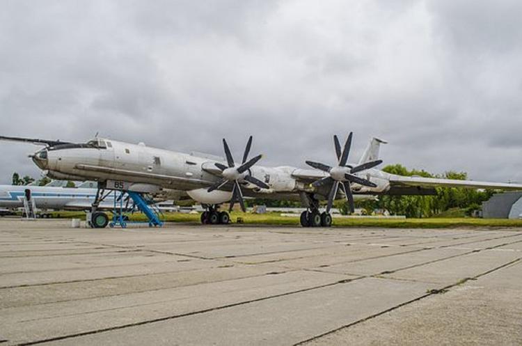 Российский Ту-142 пролетел на низкой высоте вблизи корабля НАТО