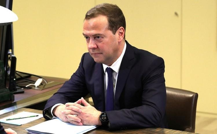 Дмитрий Медведев поздравил россиян с Днем народного единства