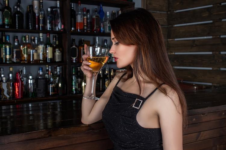 Эксперт: Сокращение числа алкомагазинов россиянам не поможет