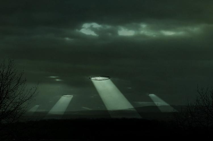 "Причудливый ""танец"" двух НЛО в небе над Калифорнией записали на видео"