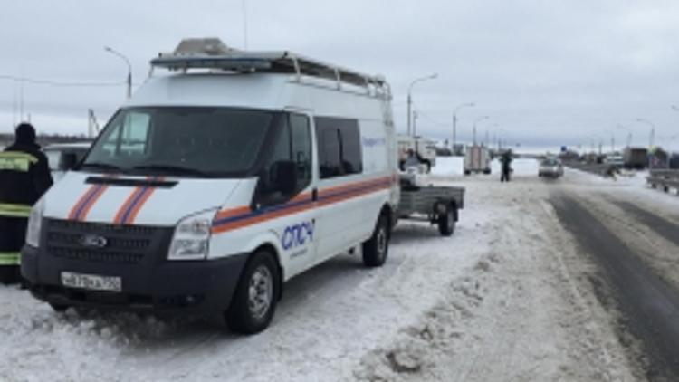В Краснодарском крае из-за непогоды на трассе заблокированы сотни автомашин