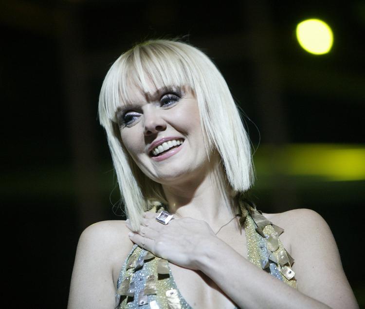 Певица Валерия поразила поклонников своим стильным нарядом