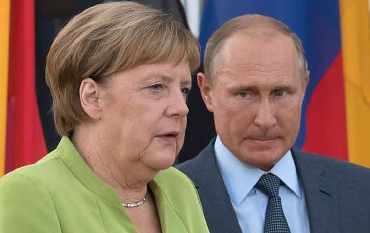 Песков: Путин и Меркель обсудили детали задержания украинских моряков