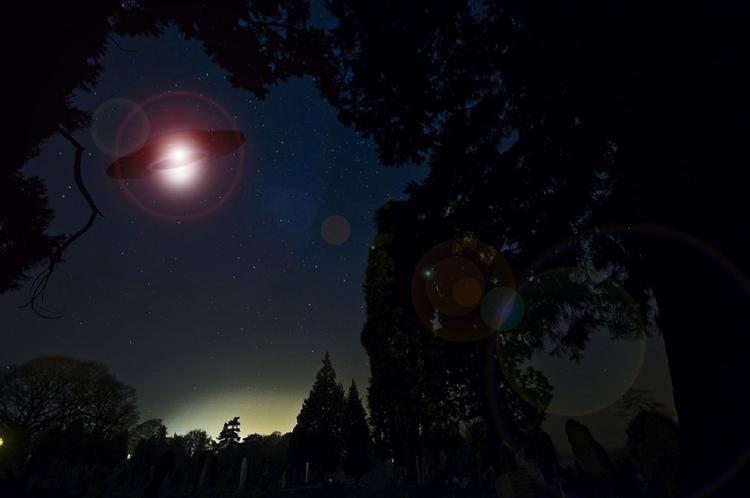 """Свет от """"фар"""" НЛО сняли на пляже Северной Каролины"""