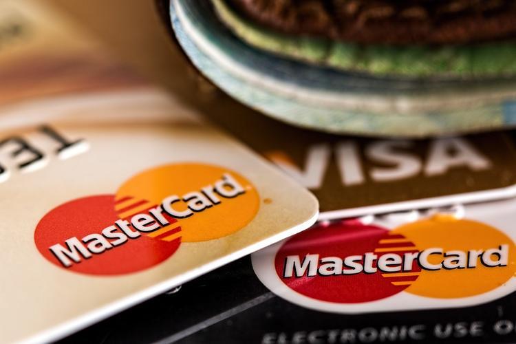 Сбербанк введет запрет переводов на кредитные карты по номеру телефона