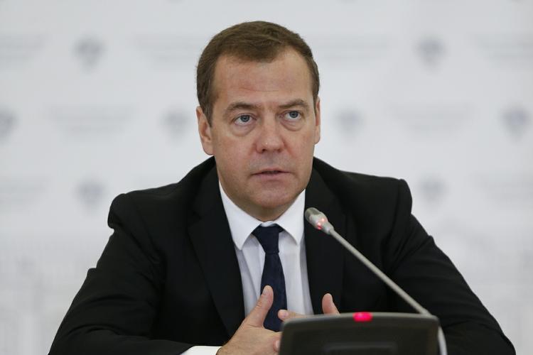 Медведев назвал решение о повышении пенсионного возраста выстраданным