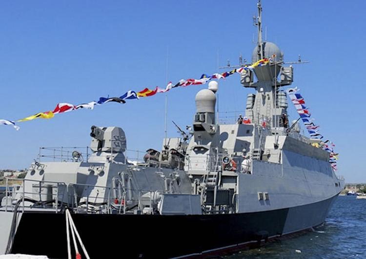 """Новый ракетный корабль, оснащенный """"Калибрами"""", впервые зашел в Севастополь"""