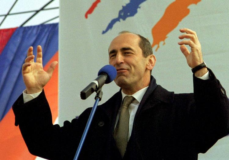 В Армении суд арестовал экс-президента Роберта Кочаряна