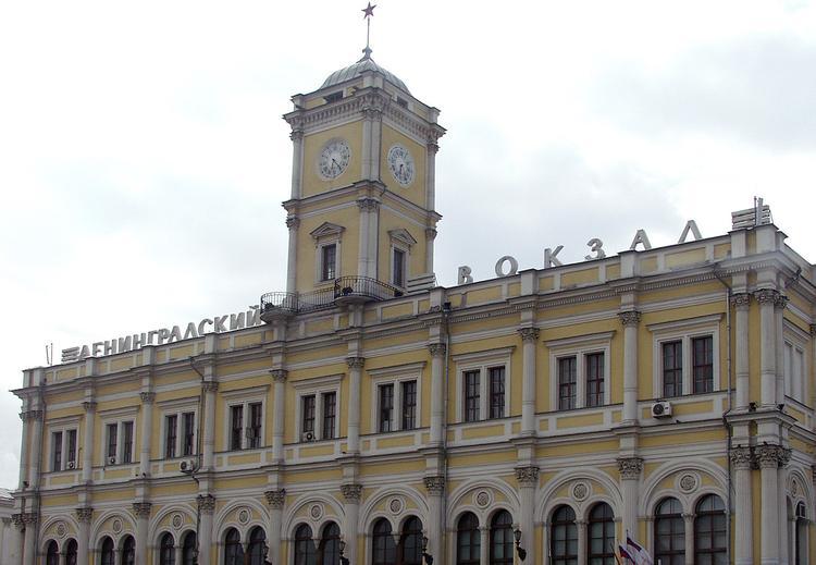 Из-за угрозы взрыва экстренно эвакуировали Ленинградский вокзал в Москве