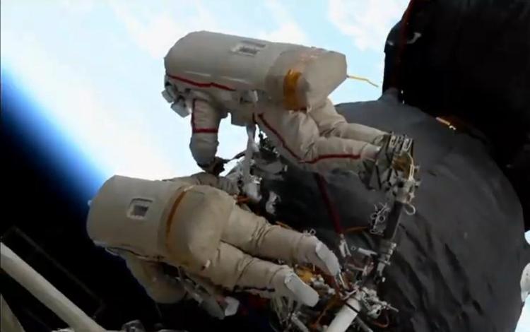 Космонавты доложили в ЦУП об обнаруженном вокруг дыры в обшивке «Союза»