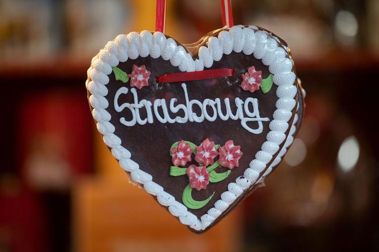 В центре Страсбурга впервые после теракта открылась рождественская ярмарка