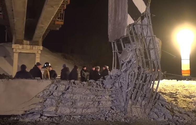 Опубликовано видео с места подрыва опоры железнодорожного моста в Донецке
