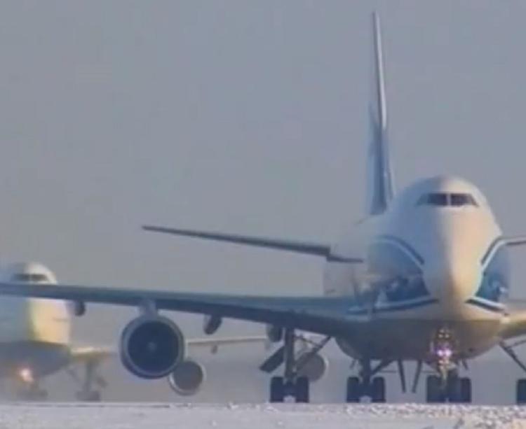 В московских аэропортах задержаны более 50 рейсов