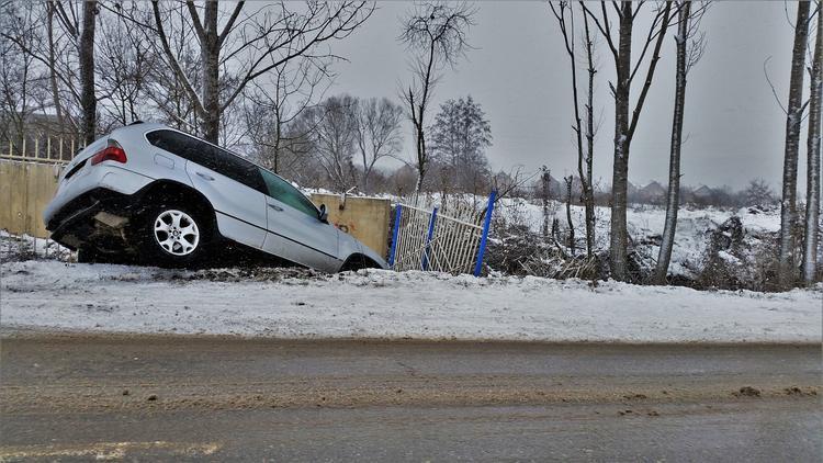 Полтора килограмма наркотиков нашли в снегу на месте ДТП