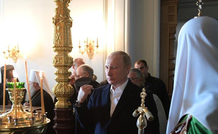 Владимир Путин встретил Рождество в Спасо-Преображенском соборе Петербурга