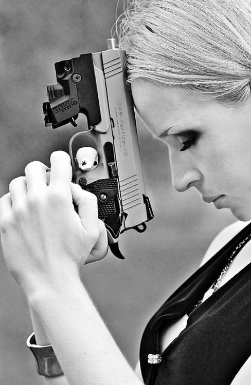 Девочка-подросток выстрелила себе в голову, пытаясь сделать селфи
