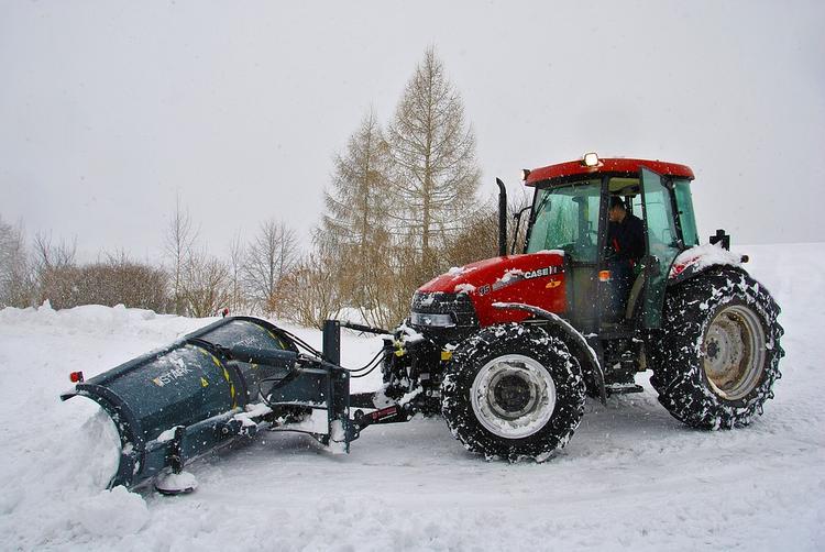 Беглов пригрозил главам районов выдать по лопате и отправить убирать снег