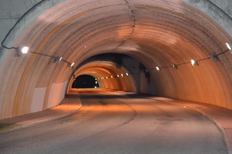 Автомобильный тоннель затопило в Москве, движение транспорта затруднено