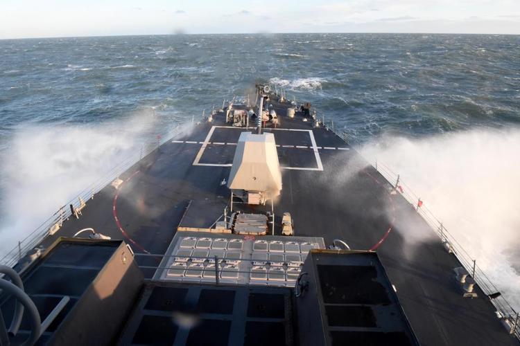 Ракетный эсминец ВМС США  вошел в акваторию Балтийского моря