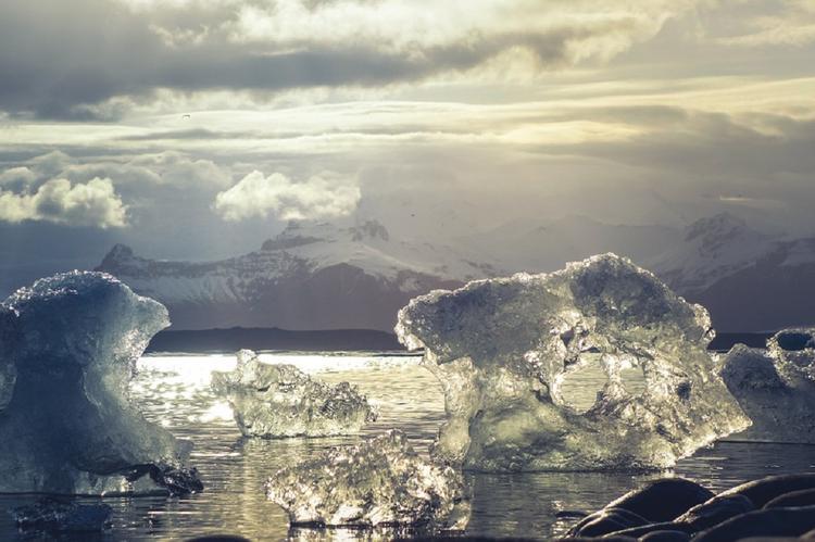 США планируют отправить военные корабли в Арктику