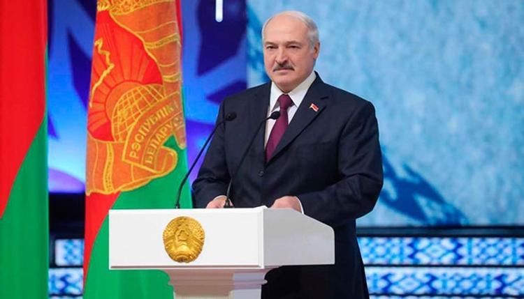 """Лукашенко: Беларусь будут очень сильно """"пробовать на зуб"""""""