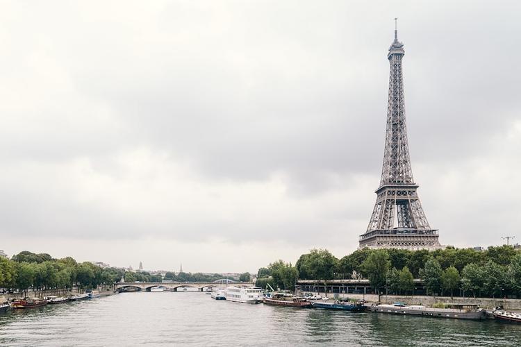 Взрыв прогремел в центре Парижа