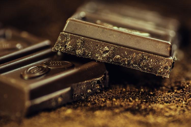 Вкусно и полезно: как лечить кашель шоколадом