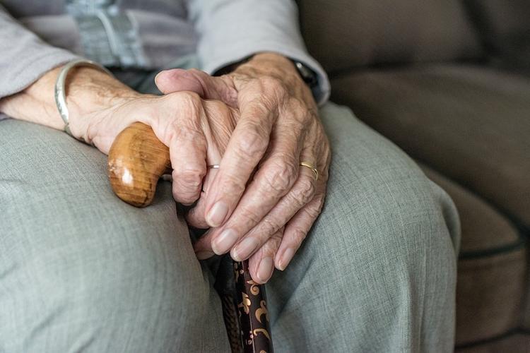 Белгородские чиновники отобрали у 96-летней женщины подарок на Новый год