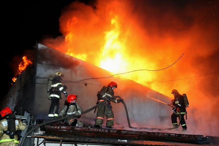 Взрыв прогремел на заводе в Ленинградской области