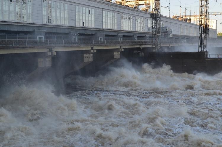 На Иркутской гидроэлектростанции сокращён объём пропуска воды