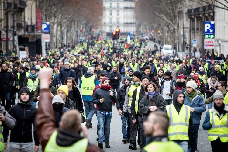 """Десятая акция протеста """"желтых жилетов"""" стартовала в Париже"""
