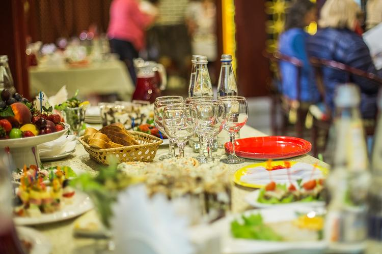 Белгородские чиновники поделились едой с нуждающимися, вызвав в народе резонанс