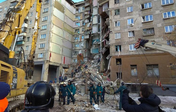 В Магнитогорске снесли стену пострадавшего при взрыве дома