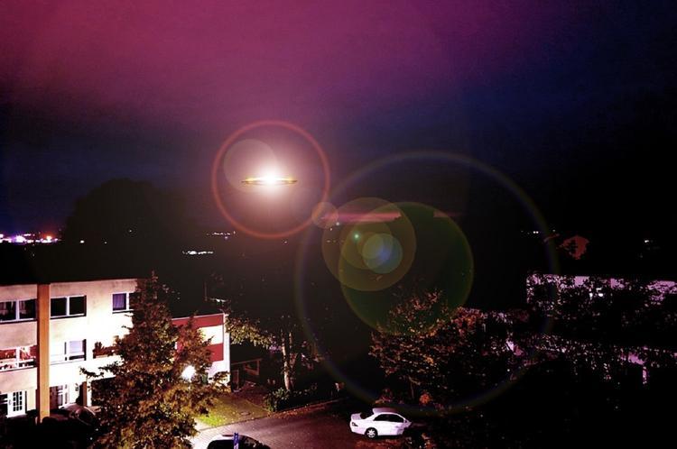 Полицейские в Испании сделали снимки НЛО над своим автомобилем