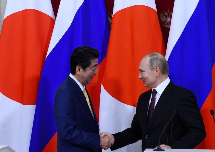 Японские власти оценили переговоры Путина и Абэ
