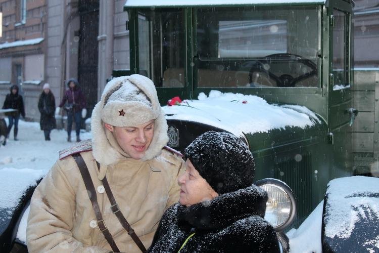В Петербурге  проходит  парад в честь 75-летия снятия блокады Ленинграда